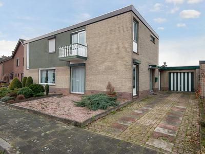 Dross Van Bewerstraat 32 in Stein 6171 JV