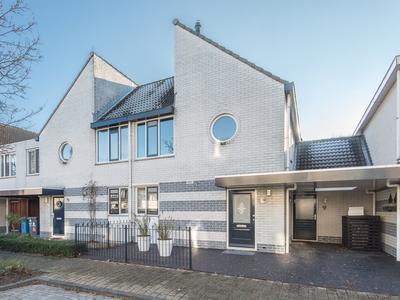 Prof.Mr. P.J. Oudstraat 32 in Gorinchem 4207 ND