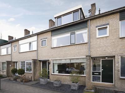 Essenlaan 38 in Ouderkerk Aan Den IJssel 2935 SN