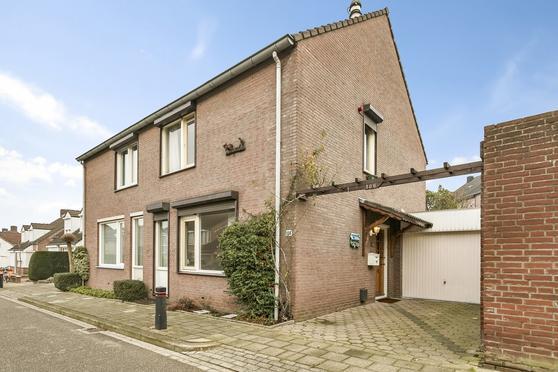 Kampstraat 106 in Heerlen 6413 EG
