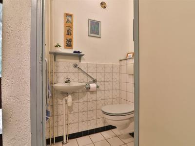 4 toilet
