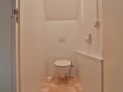 19 toilet boven
