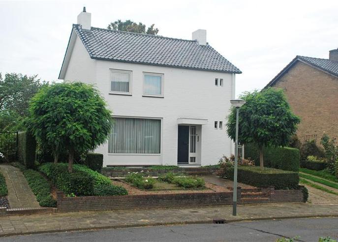 Schout Offermanstraat 39 in Roermond 6042 XP