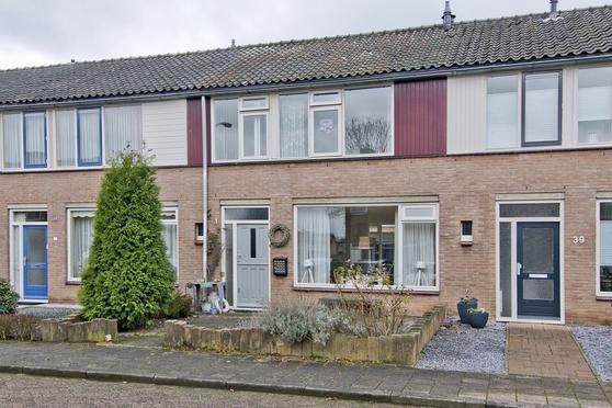 Vergardestraat 37 in Zoelen 4011 GC
