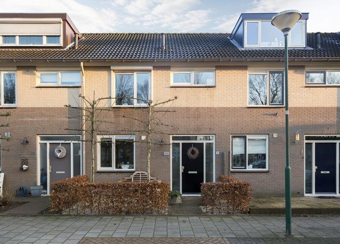 Kaardenbol 10 in Veenendaal 3903 GZ