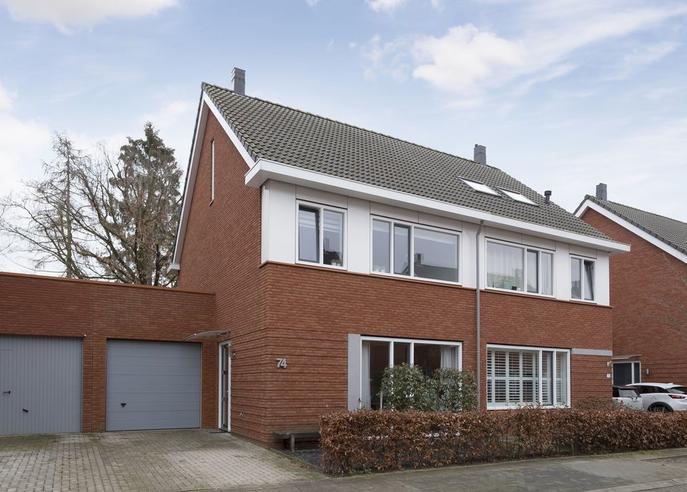 Laurierstraat 74 in Apeldoorn 7322 RD