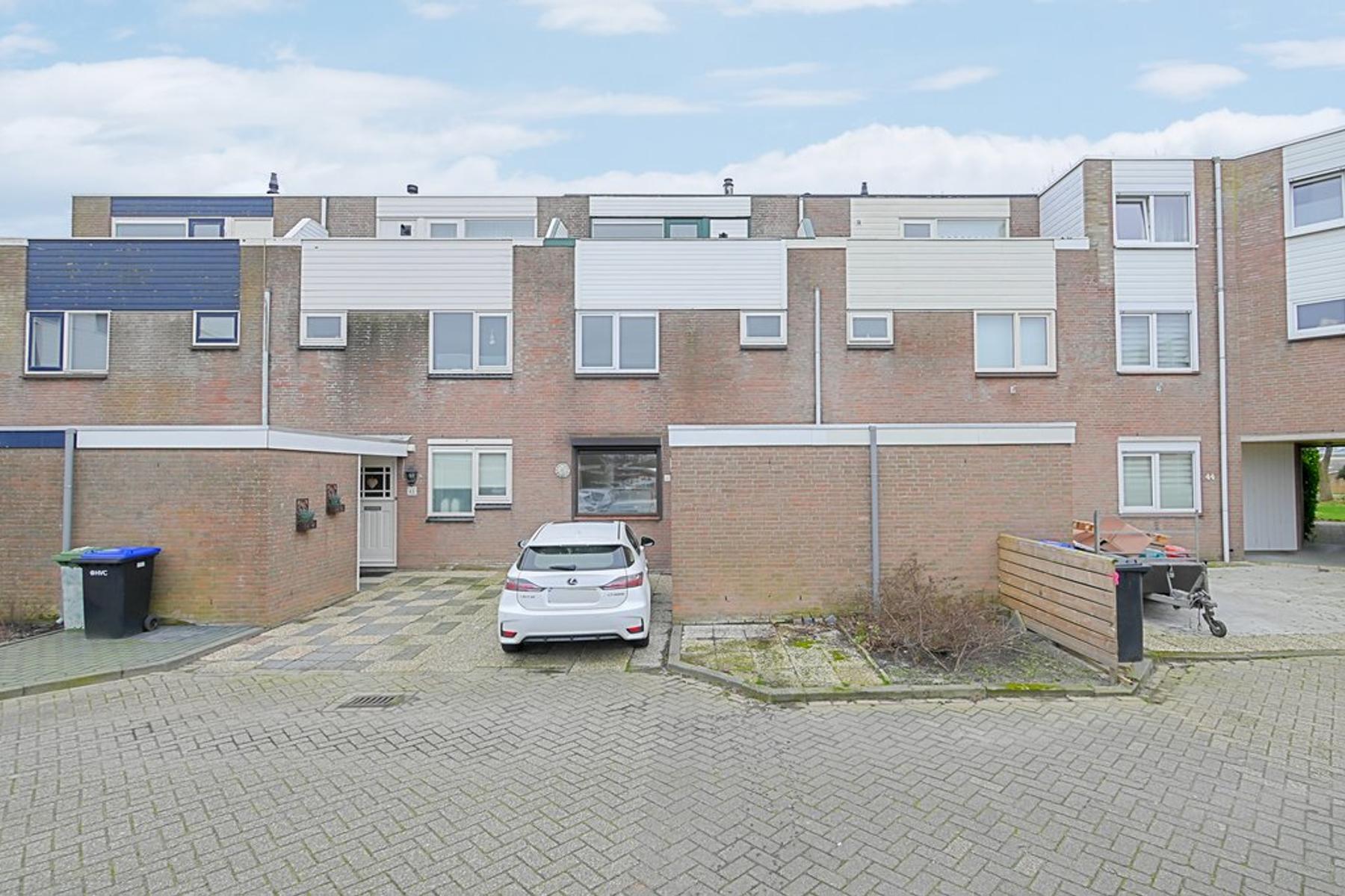 Brikstraat 42 in Den Helder 1784 RS