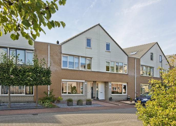 Fauststraat 17 in Waardenburg 4181 DG