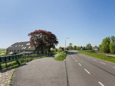 IJsseldijk-Noord 212 in Ouderkerk Aan Den IJssel 2935 BN