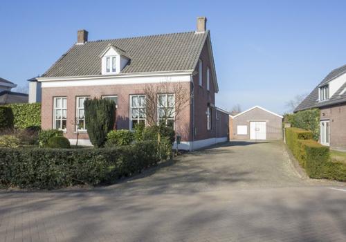 Julianastraat 27 in Vlijmen 5251 EC