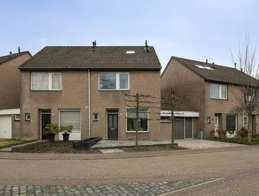 Burg. De Ruyterstraat 8 in Haaren 5076 GB