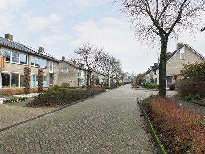 Van Maerlantstraat 15 in Nuenen 5671 VL