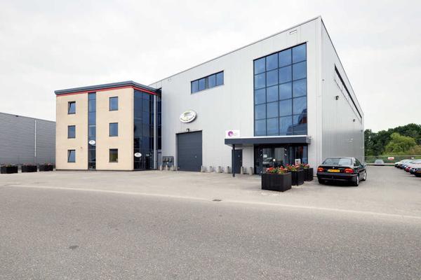 600 m² bedrijfshal met entresolvloer van 650 m²<BR>De kantoorruimte van ca. 225 m² is eventueel afzonderlijk te huur