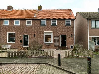 Adriaan G. Smitstraat 31 in Alblasserdam 2951 VA