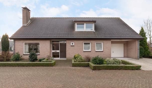 Burg. Hendrik Wolferthof 35 in Hoek 4542 HA