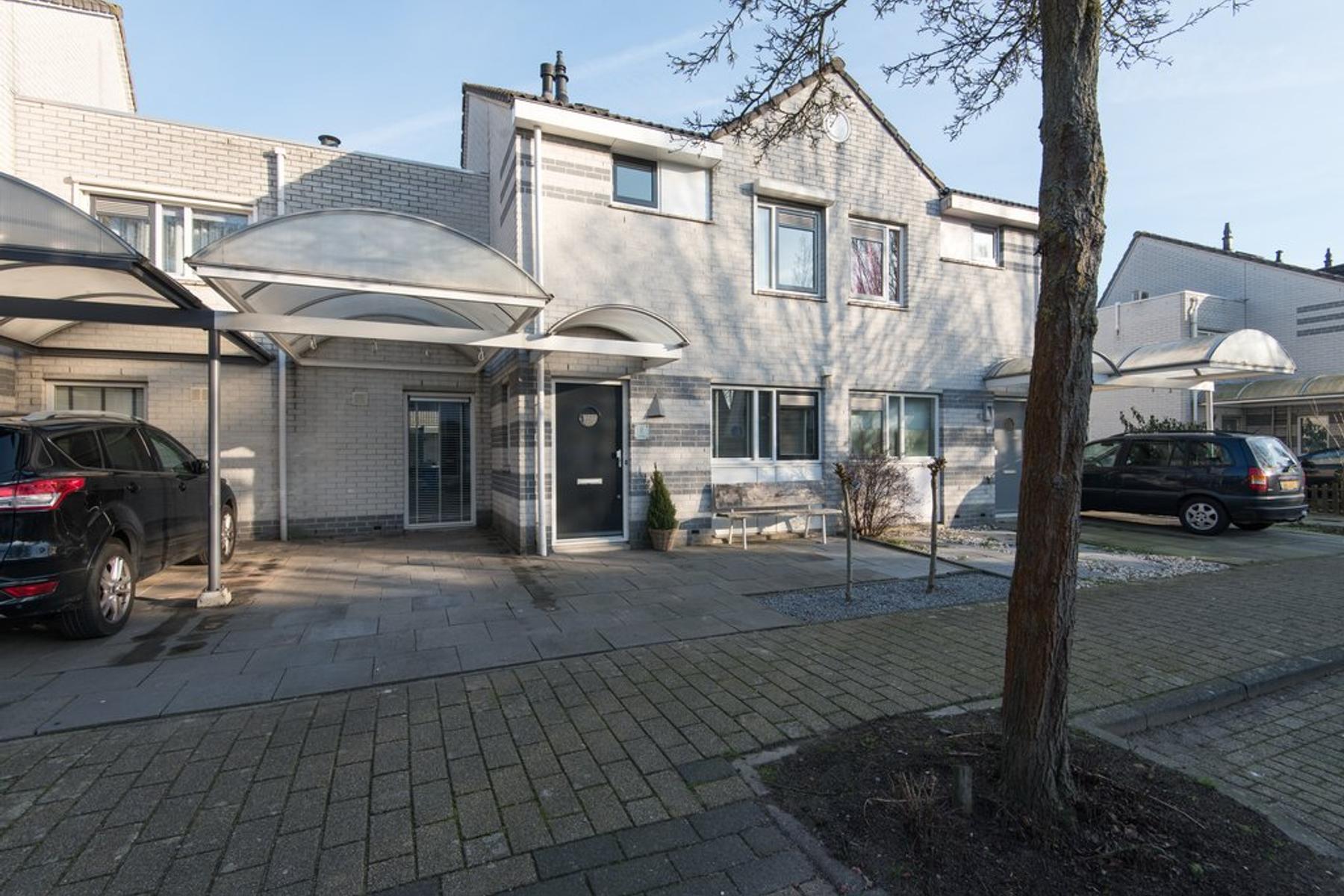 Dr. J.M. Den Uylstraat 16 in Gorinchem 4207 NK