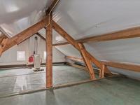 2e Verdieping: <BR>Zolderruimte, dit met een houten verdiepingsvloer en de opstelling c.v. ketel. Er is voldoende hoogte om hier desgewenst nog een kamer te realiseren.