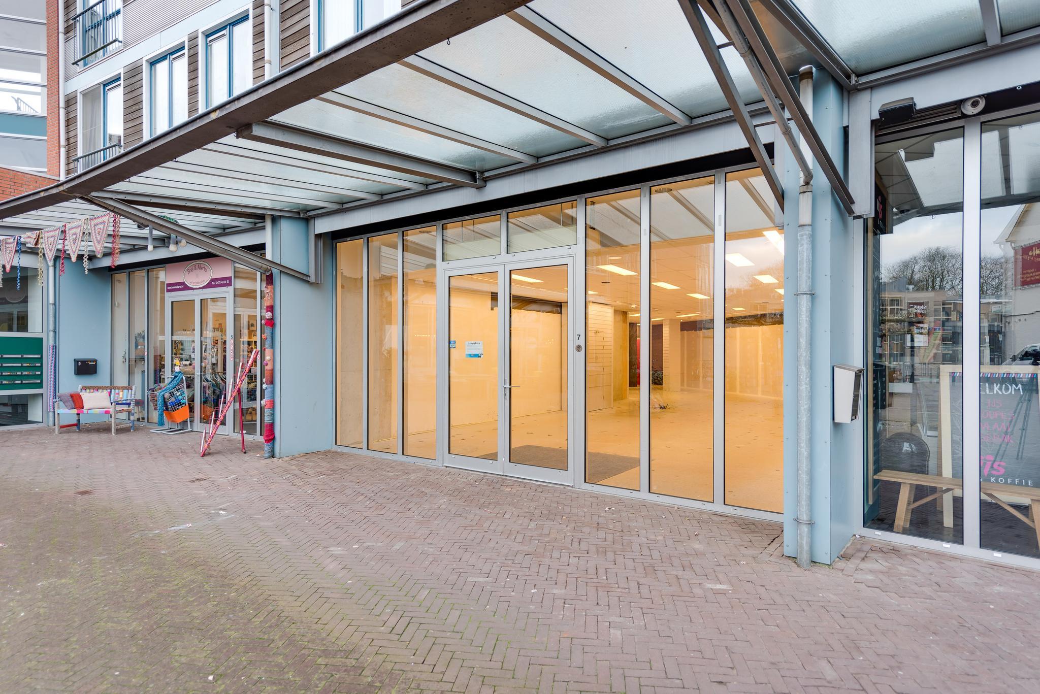 723607f209c Eduard Van Wegbergplein 7 in Heythuysen 6093 EX: Winkelruimte te huur. -  Hermans Bedrijfsmakelaars B.V.
