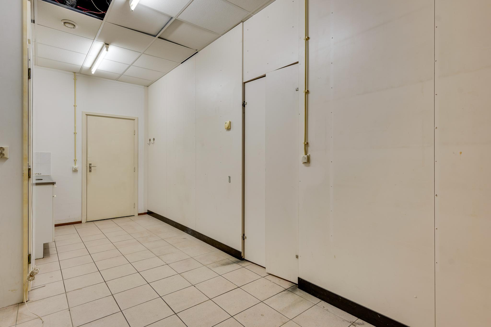 e1326b0222b Eduard Van Wegbergplein 15 in Heythuysen 6093 EX: Winkelruimte te huur. -  Hermans Bedrijfsmakelaars B.V.