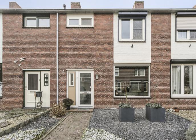 Dr. Poelsstraat 25 in Posterholt 6061 GH