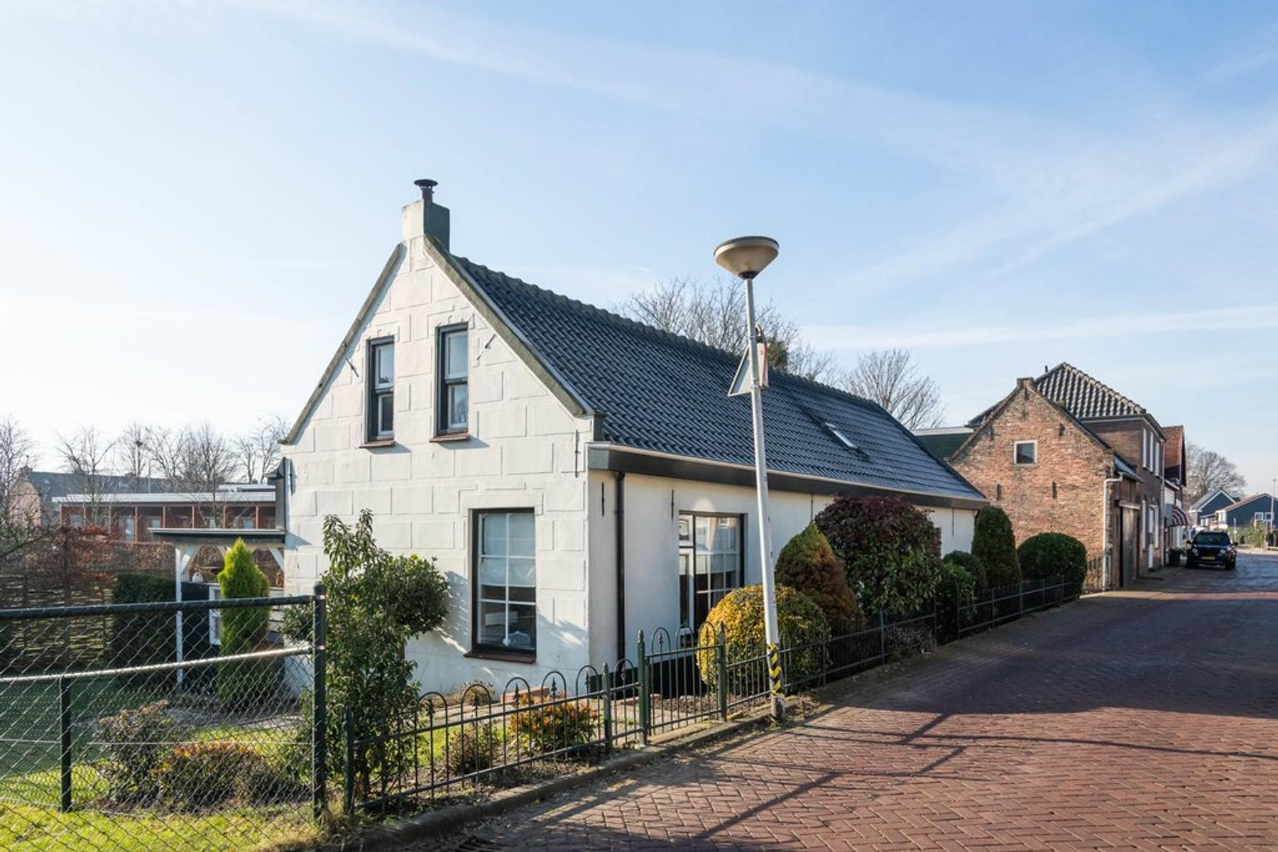 Dorpsstraat 179 in Barendrecht 2992 AA