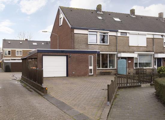 Zeestraat 62 in Zevenbergen 4761 HM