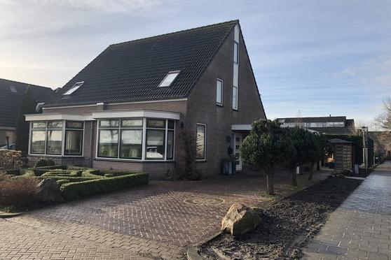 De Gracht 12 in Zwaagdijk-Oost 1684 NR