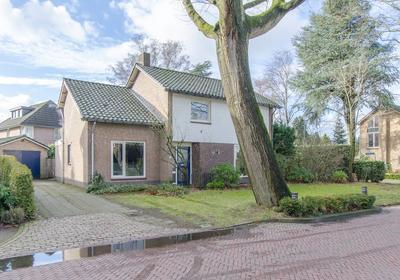 Burgemeester Uijenstraat 36 in Waalre 5581 JD