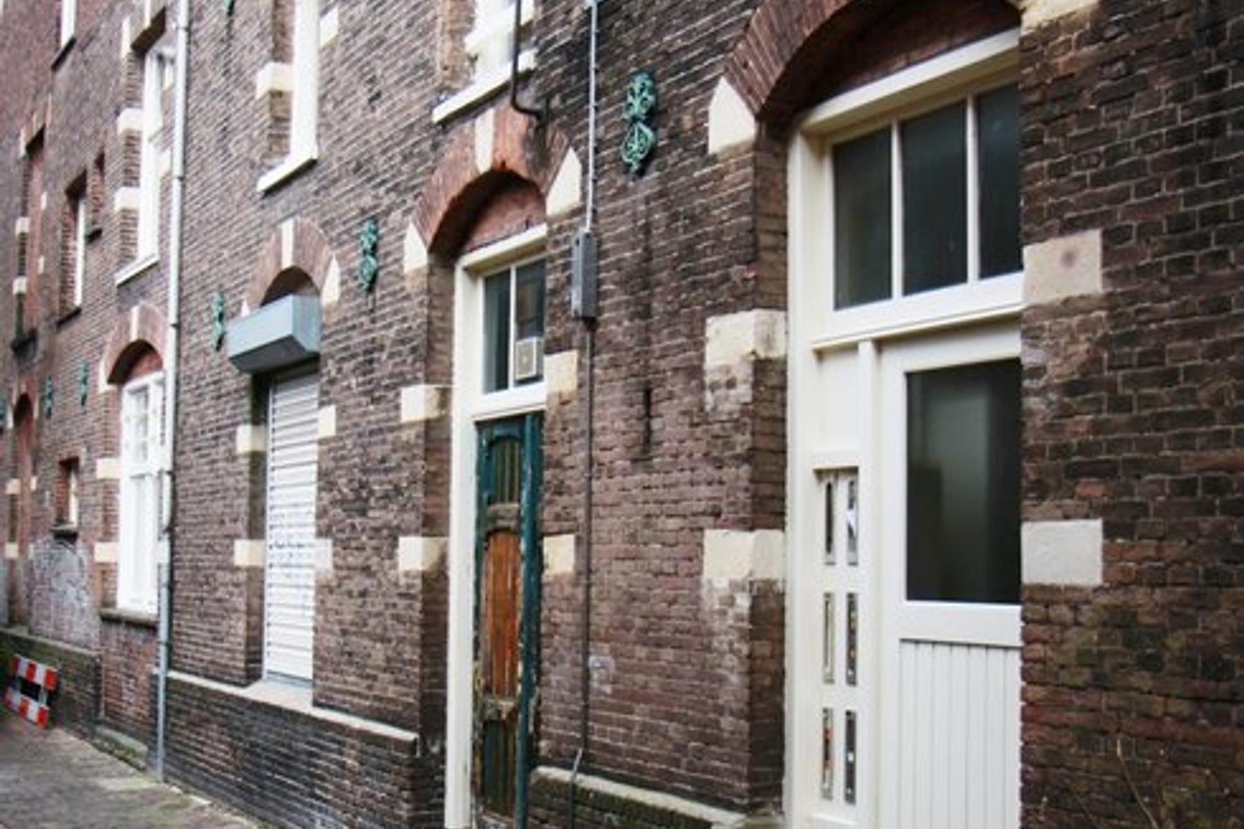 Kromme Elleboogsteeg 1 A in Haarlem 2011 TS