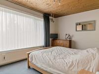 Overloop met vaste trap naar de zolder. <BR>3 Mooie slaapkamers met vloerbedekking en een schroten plafond. 1