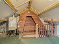 2e Verdieping: <BR>Voorzolder met opstelling cv combiketel (bouwjaar .....). 4e Slaapkamer mogelijk, er is reeds een groot dakkapel geplaatst.