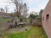 De tuin is aangelegd met bestrating en gras en voorzien van een stenen riante berging (plat dak ca. 2 jaar geleden vernieuwd).<BR>De achtertuin is vrij gelegen.