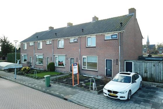 Burgemeester Honijkstr 27 in Venhuizen 1606 XM