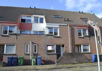 Middenhof 261 in Almere 1354 GB