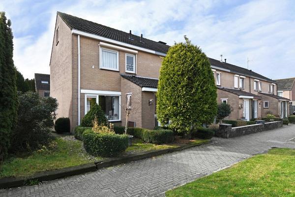 Petuniastraat 11 in Oldebroek 8096 XD