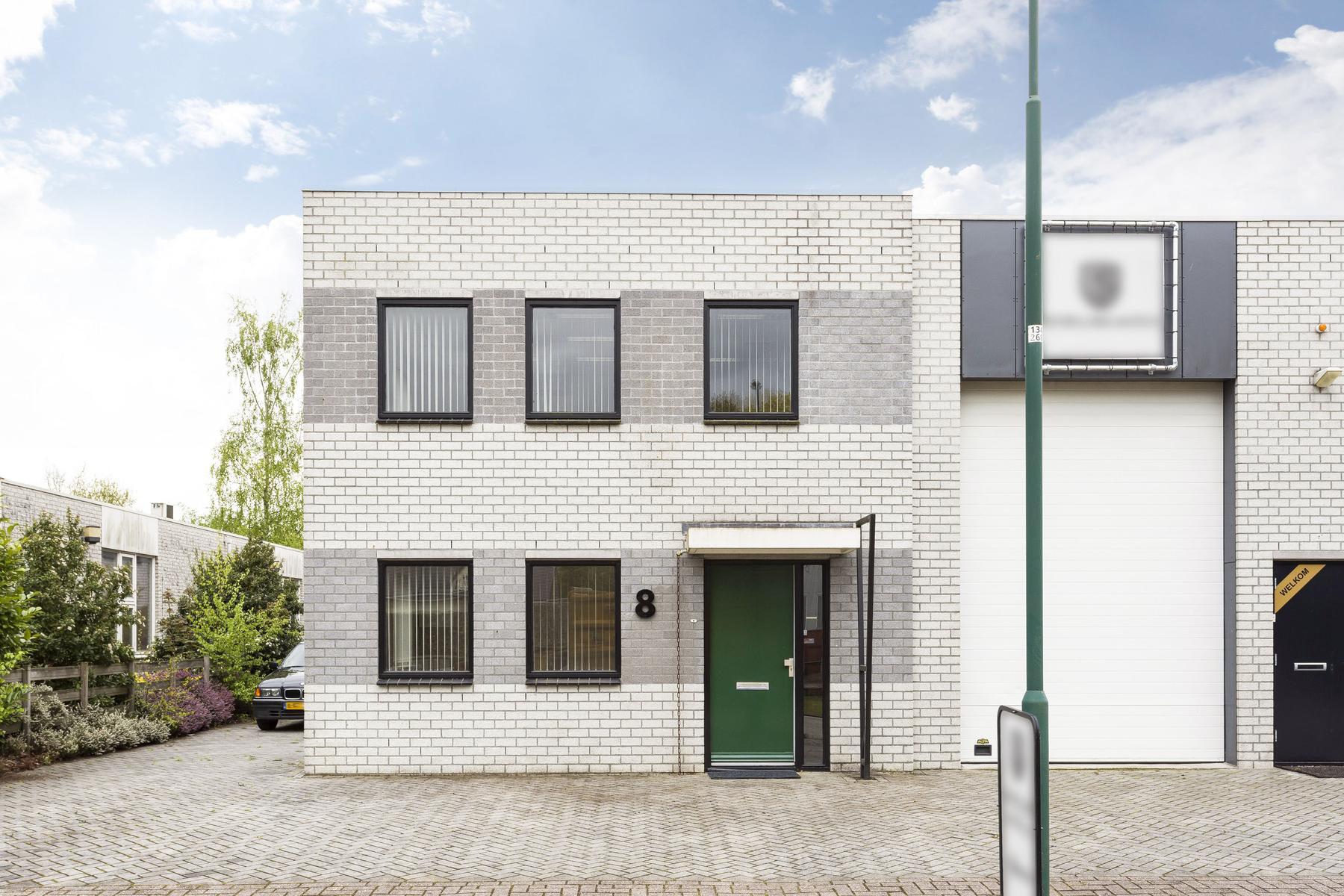 Kantoorruimte te huur vanaf 113 m². Het totale pand heeft een oppervlakte van 717 m²