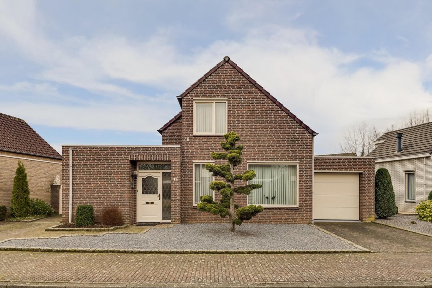 Strikkenhof 11 in Haelen 6081 HA