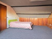 De voorzolder biedt volop bergruimte en de cv is hier opgesteld. <BR>Extra, de 4e, grote slaapkamer met een dakkapel en een houten lambrisering.