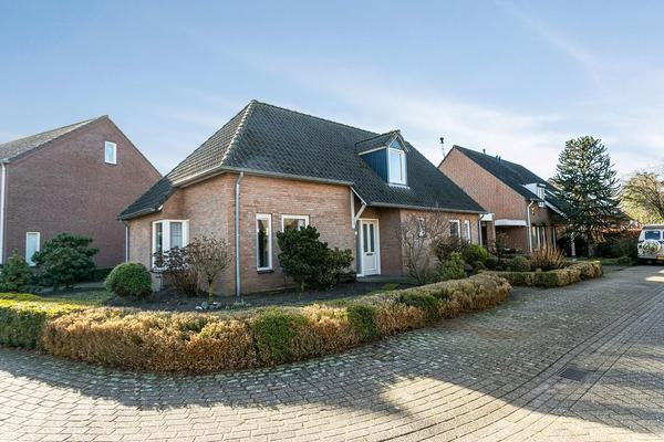 Pastoor Van Ervenstraat 33 in Ommel 5724 AW