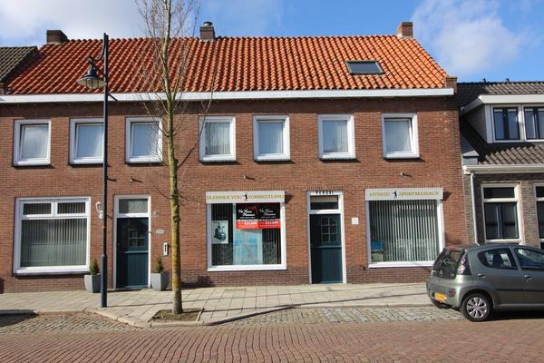 Dorpsstraat 26 in Hoofdplaat 4513 AM