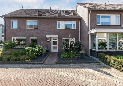 De Nieuwkamp 33 in Hellendoorn 7447 BH