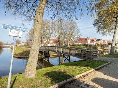 Pieter Floriszpad 32 in Hellevoetsluis 3223 SB