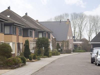 J.H. L.-Van Herwaardenstraat 87 in Meteren 4194 VK