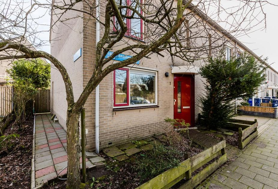 Saint-Saensgracht 1 in Almere 1323 CX