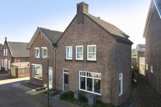 Roestenbergstraat 28 in Kaatsheuvel 5171 JC
