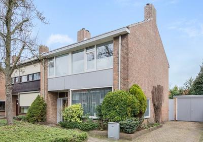 Jonkheer De La Courtstraat 23 in Vlijmen 5251 JD