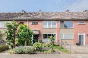 Esdoornstraat 9 in Sint-Michielsgestel 5271 NV
