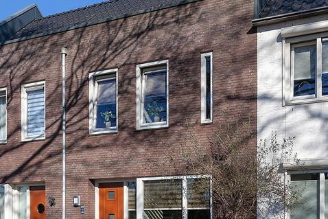 West Vaardeke 100 in Oudenbosch 4731 ME