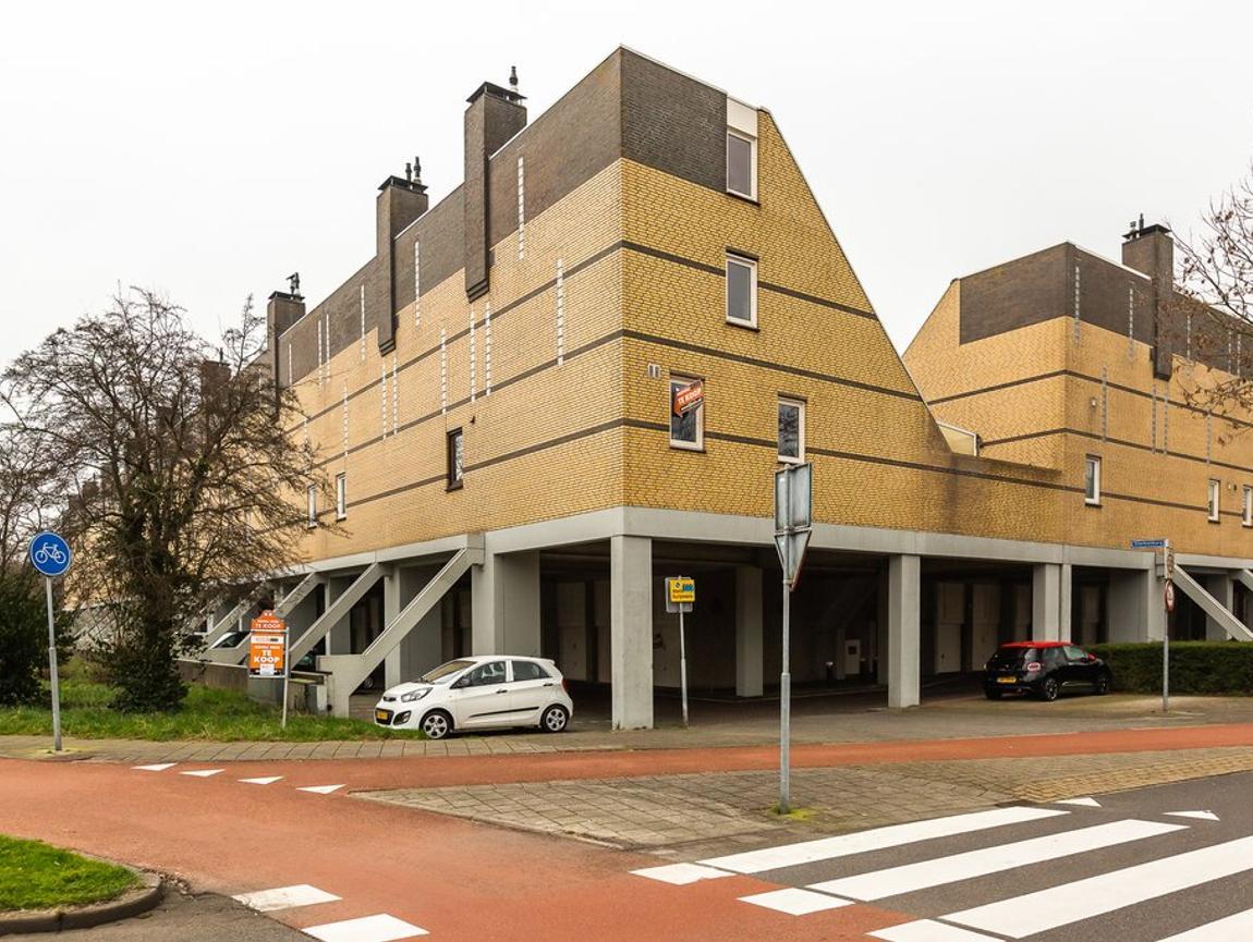 Sterkenburg 19 in Alphen Aan Den Rijn 2402 RD