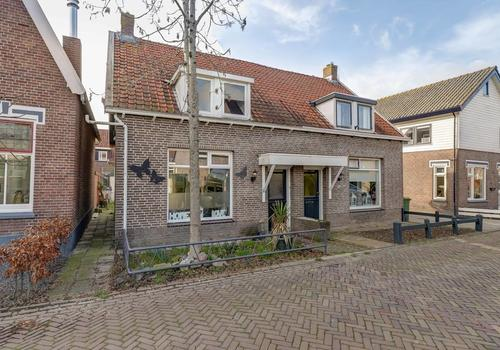 Wilhelminastraat 17 in Hardinxveld-Giessendam 3373 AR